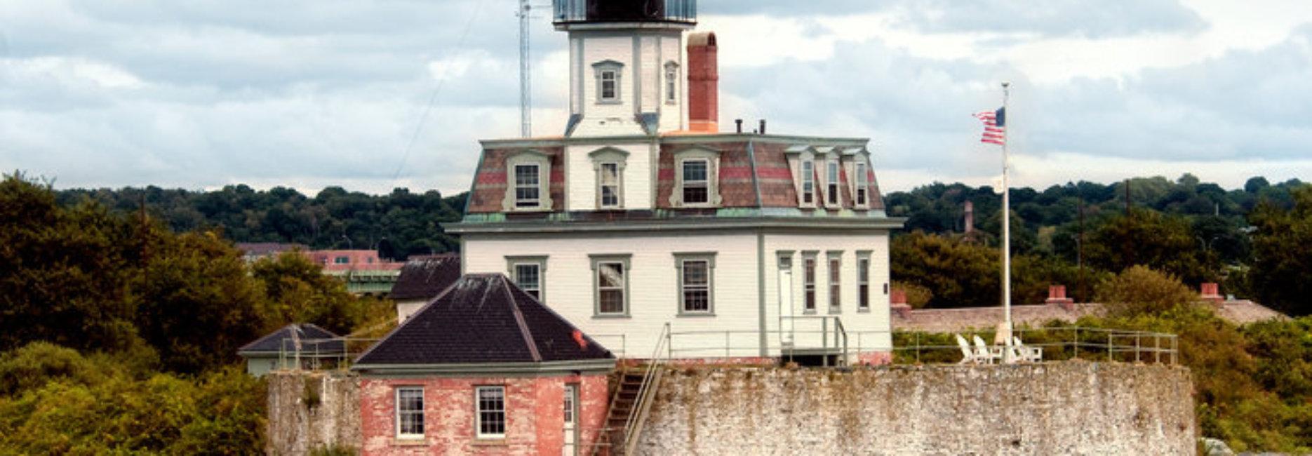 Newport Ri Harbor Sights Spotlight On Rose Island Sightsailing